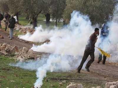 اصابة مواطنين واعتقال آخر في مسيرة المعصرة الأسبوعية