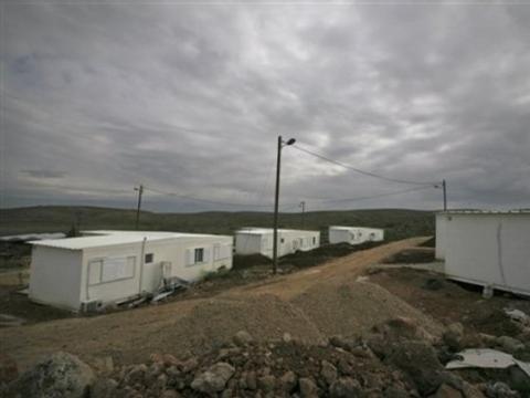 مستوطنون ينصبون بيوتا متنقلة شرق بيت لحم