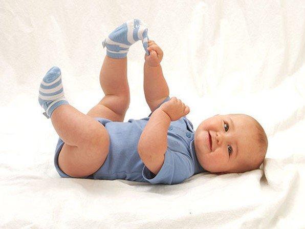 جوارب تراقب تنفس الطفل ودقات قلبه