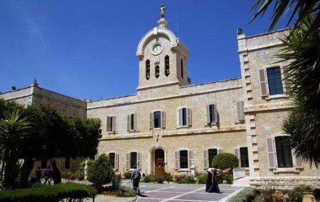 فيديو | وطن تتابع إغلاق جامعة بيت لحم.. إدارة الجامعة ومجلس الطلبة يتبادلون الاتهامات بالمسؤولية