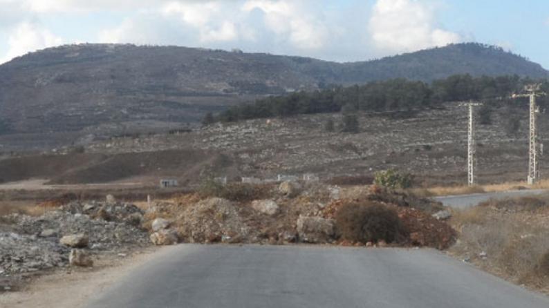 طولكرم: الاحتلال يغلق الطريق الواصلة لأحراش قفين بالسواتر الترابية