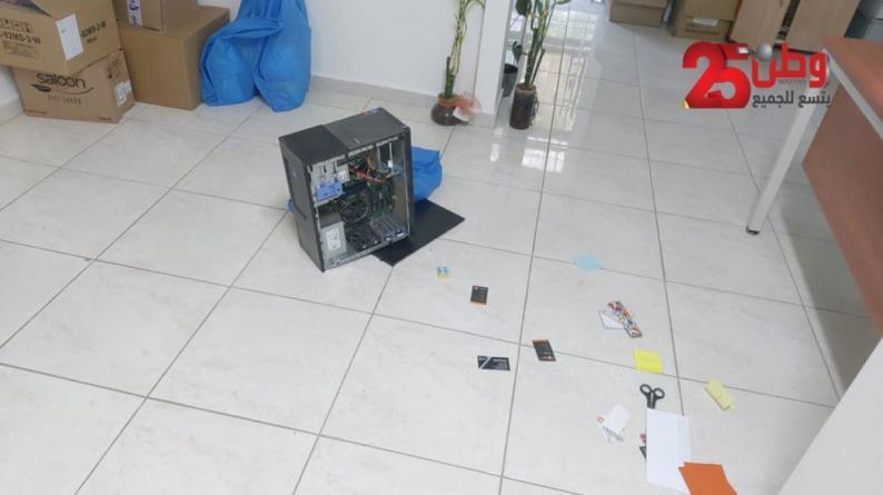 الاحتلال يصادر عددا من أجهزة الحواسيب من مقر الحركة العالمية للدفاع عن الأطفال في البيرة
