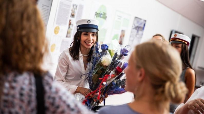 فيديو   الطالبة الفلسطينية ياسمين اليوسف تحصل على أعلى معدل في التوجيهي على مستوى الدنمارك