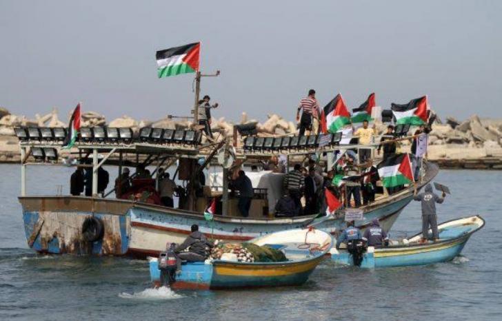 غزة: إصابة 3 صيادين أشقاء واعتقالهم من قبل زورق حربي مصري