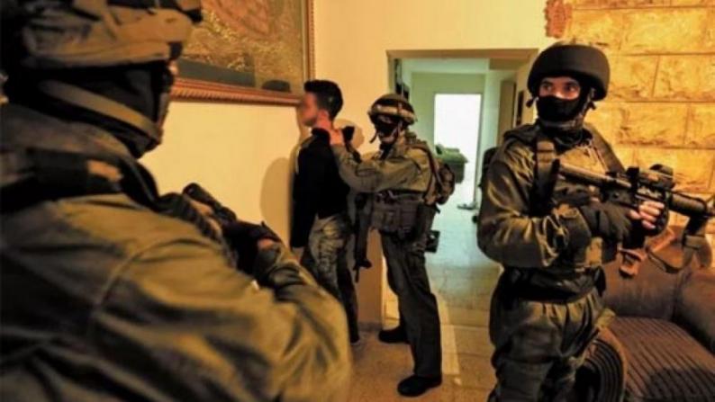 اعتقالات ومواجهات في مناطق بالضفة