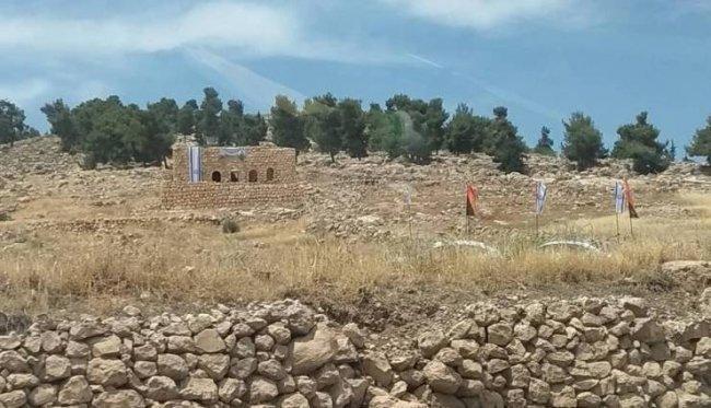 مستوطنون يستولون على منزل أثري في دورا