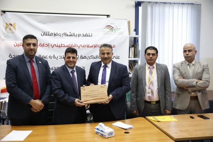 البنك الإسلامي الفلسطيني يكرم العاملين في قسم الصحة في بلدية بيتونيا
