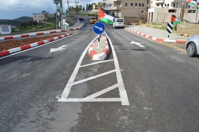 وزير الاشغال يفتتح طريق بيت عنان في محافظة القدس