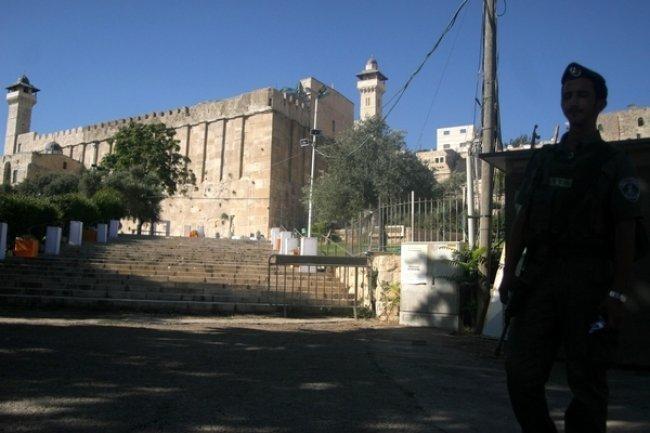 إصابة جنديين برصاص قناص قرب الحرم الإبراهيمي بالخليل