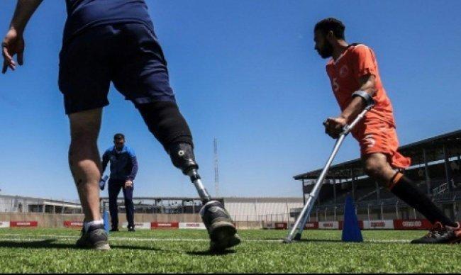 بتر الأطراف لا ينقص حلم الكرة في غزة