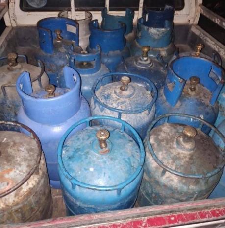 ضبط مركبة غير قانونية محملة باسطوانات غاز لا تحمل تراخيص في رام الله