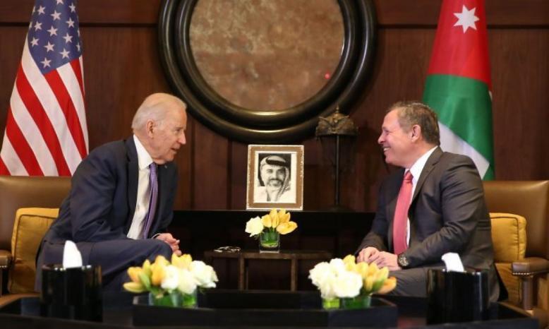 بايدن يهاتف الملك عبدالله ويعرب عن تضامنه مع الأردن ودعم بلاده لحل الدولتين