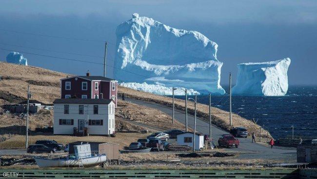 """بالصورة.. جبل """"الجليد"""" العملاق ظهر في كندا"""