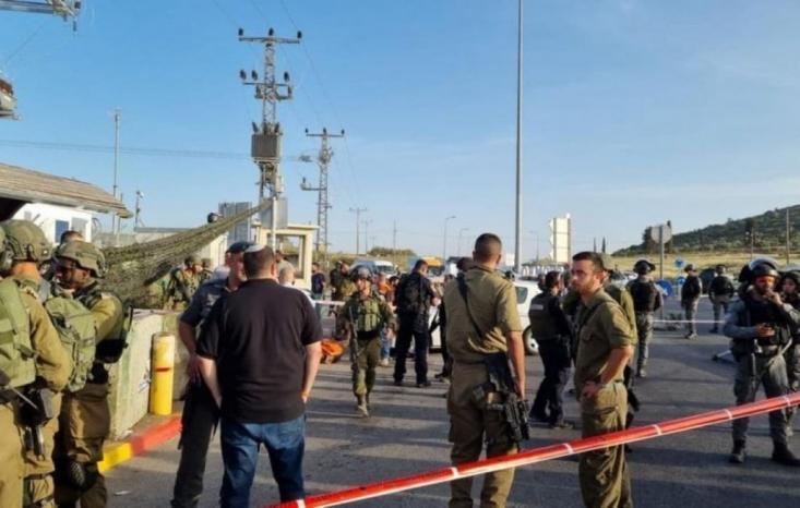 """الاحتلال يزعم اعتقال منفذ عملية إطلاق النار عند حاجز """"زعترة"""" بنابلس"""