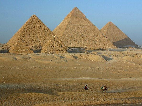 باحث سلفي يؤكد أن الأهرامات بنيت بالزنا