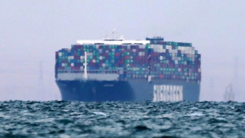 """مسؤولو سفينة """"إيفرغيفن"""" يشعرون بخيبة أمل بعد قرار احتجازها في مصر"""