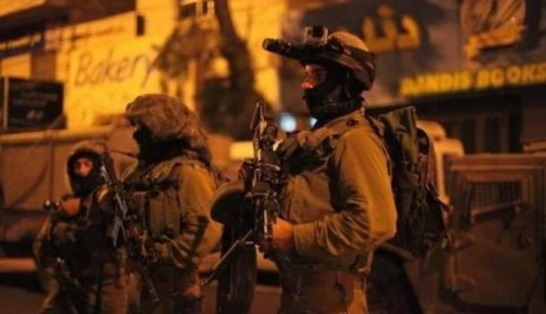 الاحتلال يعتقل 5 مواطنين أغلبهم من عائلة واحدة