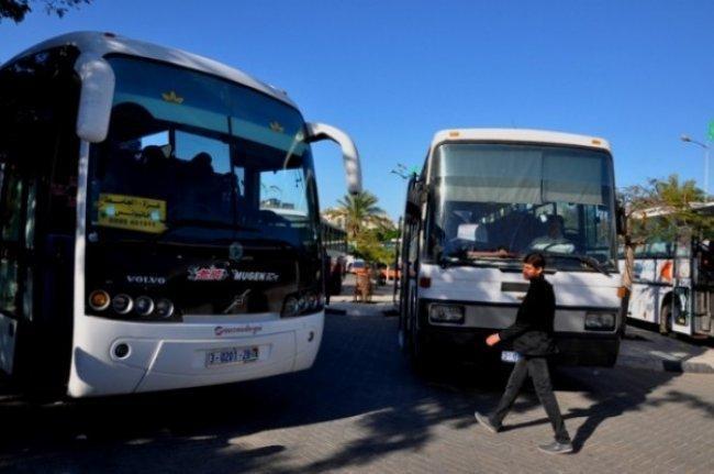 الاحتلال يفرض عقوبات على 14 شركة للباصات بزعم نقل متظاهرين غزة