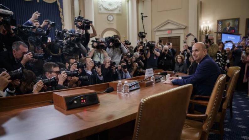 تحقيقات عزل ترامب.. اتهامات لجولياني بالسعي لعقد صفقات مع مسؤولين بأوكرانيا