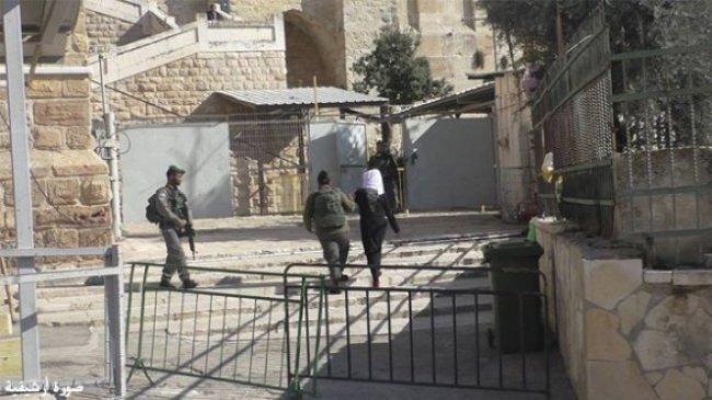 اعتقال الفتاة اسراء ابو سنينة على حاجز أبو الريش غرب الحرم الإبراهيمي