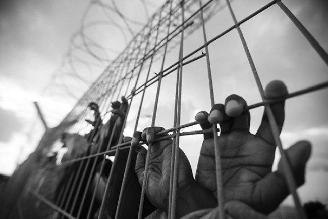 بينهم اثنان محكومان بالمؤبد.. 3 أسرى يدخلون أعوامًا جديدة في السجون