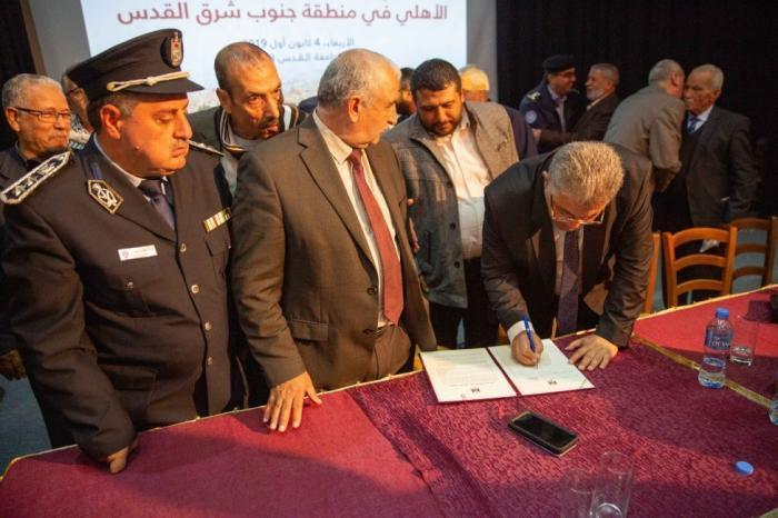 توقيع وثيقة شرف أمنية وطنية لتعزيز السلم الأهلي جنوب شرق القدس