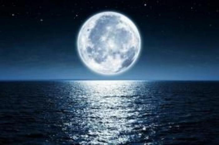 القمر يكتنز كميات من المياه أكبر بكثير من المتوقع
