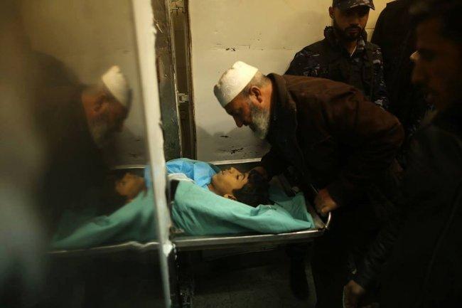 استشهاد شاب وإصابة 3 آخرين برصاص الاحتلال شرق مخيم البريج