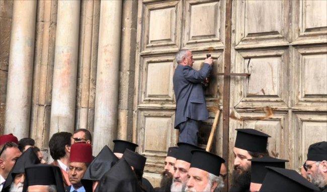 مثال التعايش في القدس: ملاك مفاتيح كنيسة القيامة مسلمون
