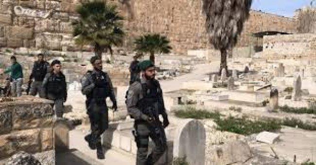 شرطة الاحتلال تقتحم مقبرة الإسعاف في يافا