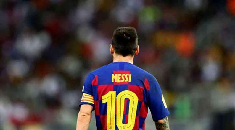 رغم خسارة برشلونة المدوية.. ميسي ينفرد برقم قياسي في دوري الأبطال