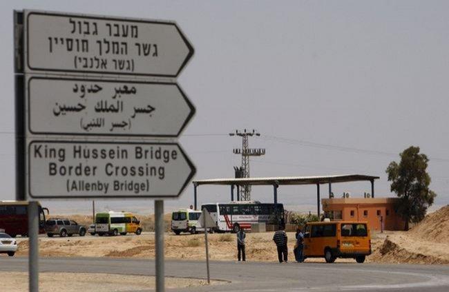 """26 مواطناً حرمهم الاحتلال من السفر عبر """"الكرامة"""" الأسبوع الماضي"""