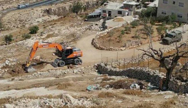 الاحتلال يمنع أهالي طمون شق طريقاً زراعية