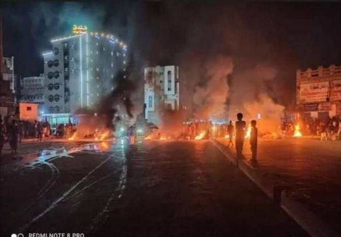 مدينة المكلا اليمنية تشهد احتجاجات واسعة بسبب انقطاع الكهرباء