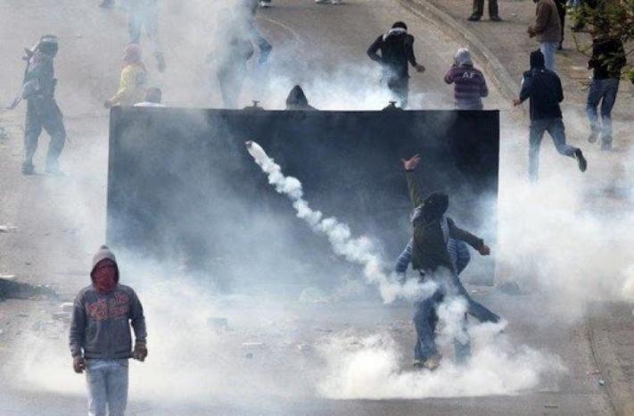 إصابات بالاختناق خلال مواجهات مع الاحتلال غرب رام الله