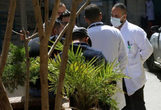 مناشدة الحكومة مراجعة قرارها المُلزم بمبيت الطاقم الطبي من الضفة بالقدس