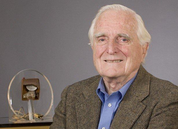 وفاة صاحب فكرة 'فأرة' الكمبيوتر عن 88 عاما