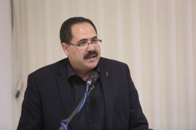 الاحتلال يحتجز وزير التربية صيدم بعد مشاركته في احتفال بمشفى المطلع