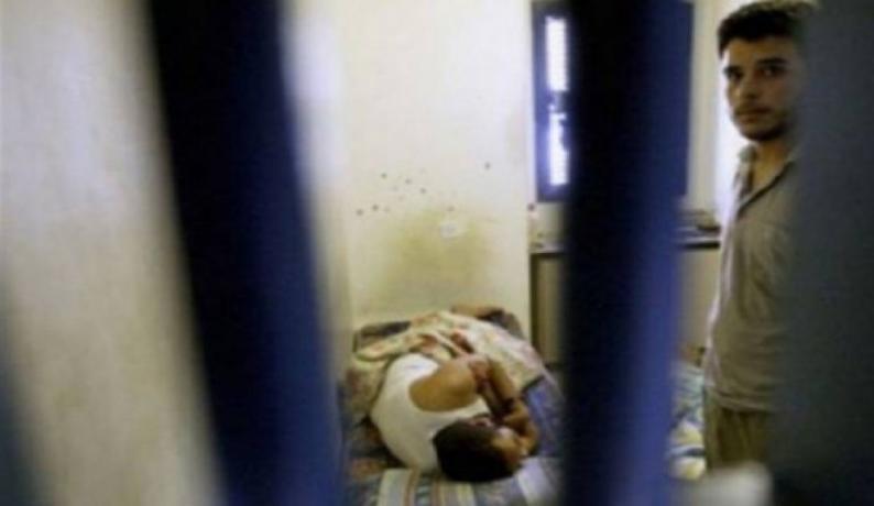 الاحتلال يواصل احتجاز الأسير المريض بدوان أبو ميالة بظروف صعبة