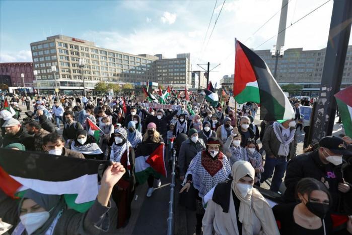 الآلاف يخرجون في برلين لدعم الشعب الفلسطيني