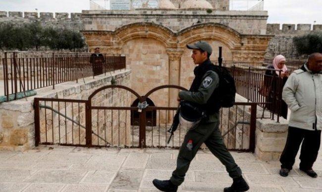 الاحتلال يقتحم ويحاصر مصلى باب الرحمة
