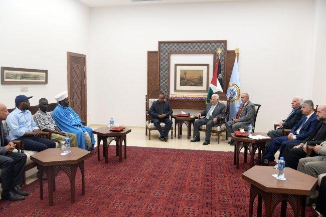 """ناشدته للتدخل لمعرفة مكان ابنها .. الرئيس يستقبل عائلة """"منغستو"""" ضمن وفد اثيوبي"""