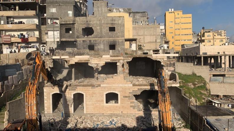 الاحتلال يهدم منزلا من طابقين في مخيم شعفاط