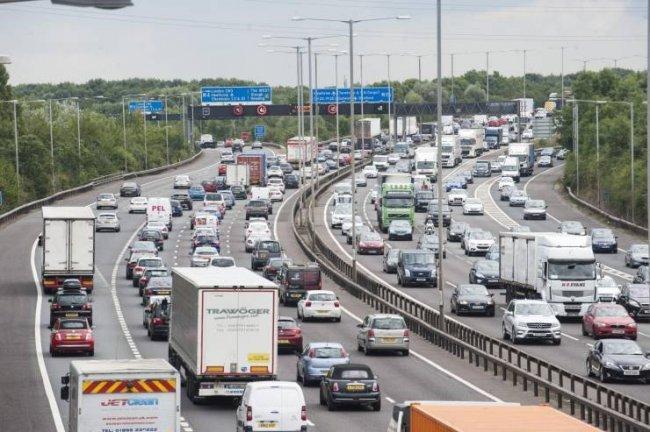 لماذا تستخدم بعض الدول القيادة على يسار الطريق؟