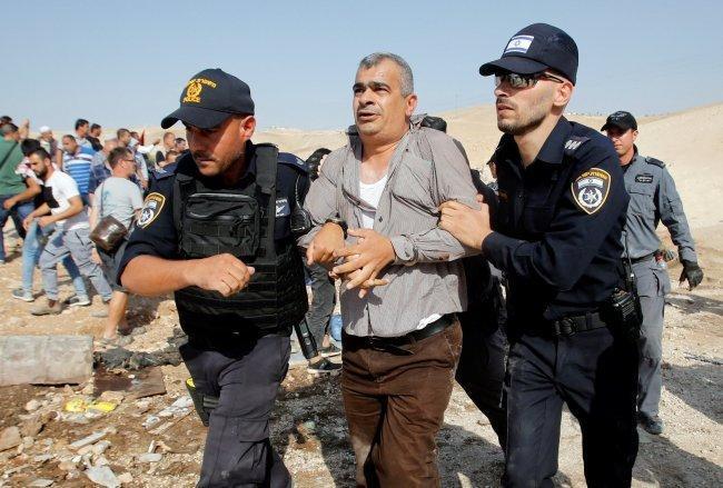 اصابات واعتقالات خلال مواجهات مع الاحتلال في الخان الأحمر