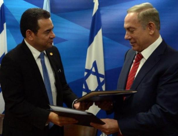 """رئيس غواتيمالا يصل """"تل أبيب"""" لتدشين سفارة بلاده في القدس"""