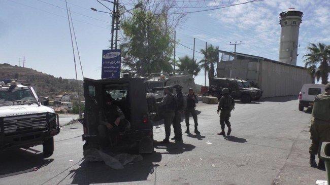 الاحتلال ينصب حواجز عسكرية ويعيق تحركات المواطنين في جنين