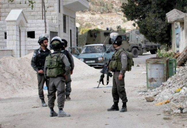 الخليل: الاحتلال يعتدي على العامل اسحق جابر بالضرب المبرح