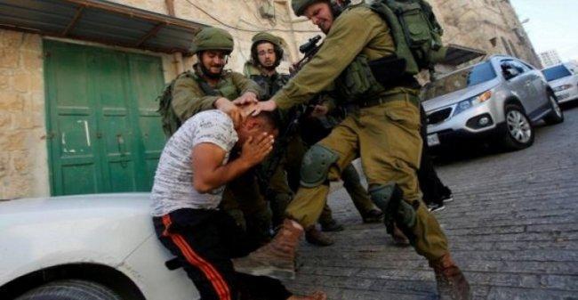 الاحتلال يعتقل الشاب لؤي سلطان بعد الاعتداء عليه بالضرب شرق الخليل