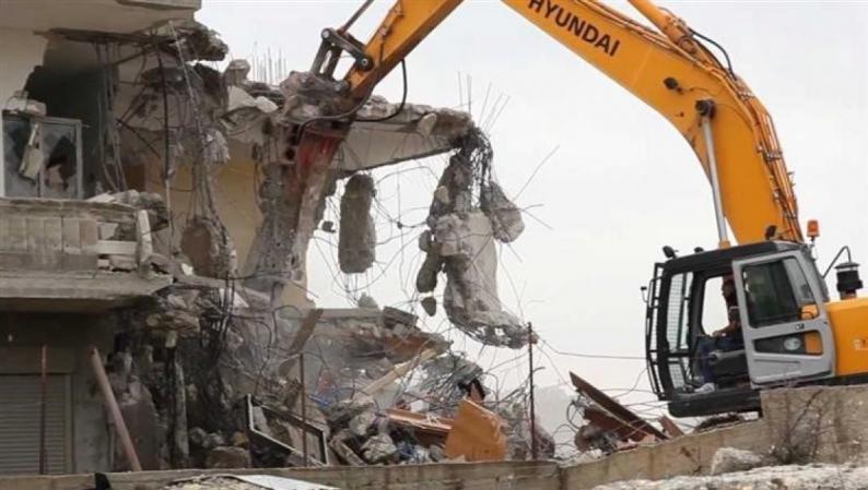 الاحتلال يخطر بهدم ووقف البناء في 3 محال تجارية في يعبد